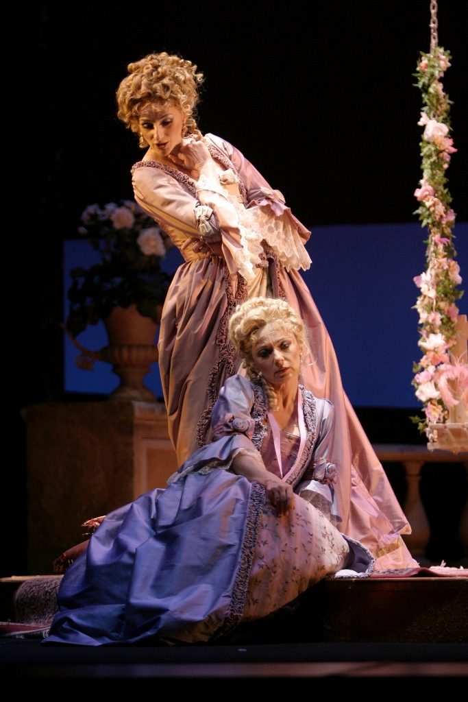 Kimberly Barber (Dorabella), Ute Selbig (Fiordiligi), Cosi fan tutte, Vancouver Opera 2005. Photo by Tim Matheson.
