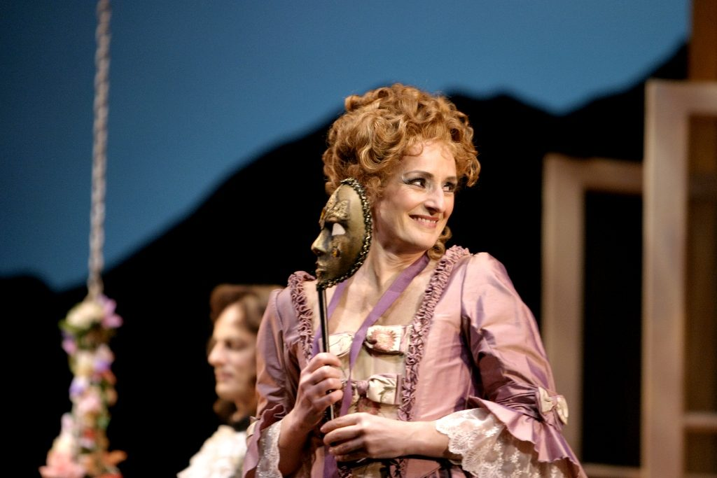 Kimberly Barber (Dorabella), Cosi fan tutte, Vancouver Opera 2005. Photo by Tim Matheson.